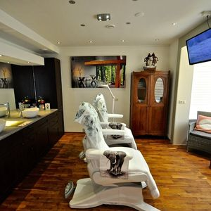 Beauty Salon Divera image 1
