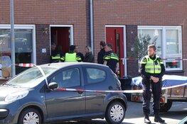 Politie valt woning Enkhuizen binnen