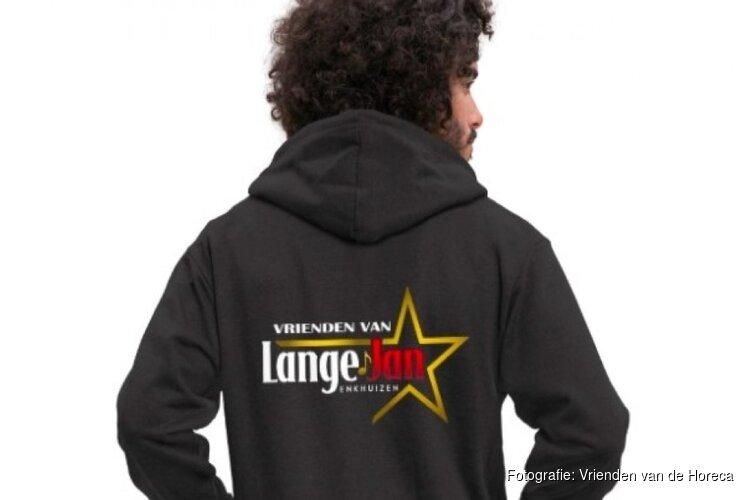 """Eigen merchandise voor Café Lange Jan: """"Zo kunnen de gasten ons toch een beetje steunen"""""""