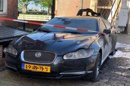 Jaguar zwaar beschadigd, brandstichting niet uitgesloten