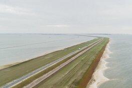 Houtribdijk officieel heropend door minister: dijkversterking afgerond