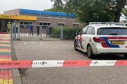 Auto rijdt schoolgebouw binnen in Grootebroek
