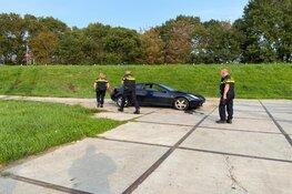 Auto raakt van dijk in Enkhuizen