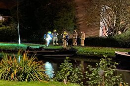 Bootje door brand verwoest in Enkhuizen