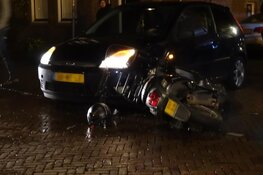 Scooterrijder gewond na botsing in Enkhuizen