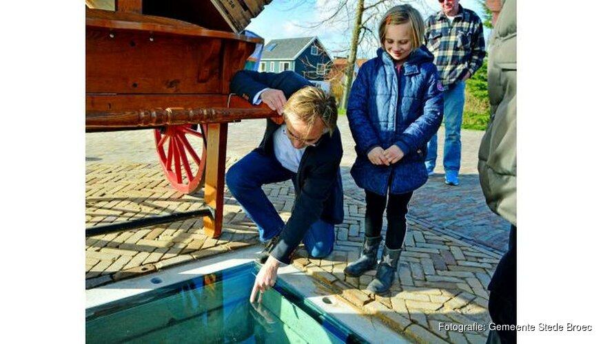 Onthulling historische kade De Kolk in Broekerhaven