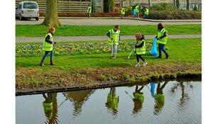 Inwoners Stede Broec maken wijk schoon