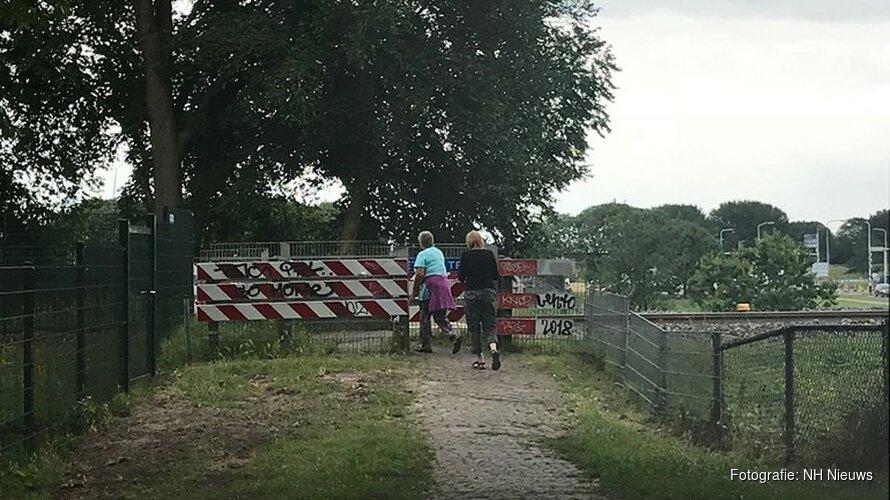 Ophef over sluiten onbewaakte spoorwegovergang in Enkhuizen
