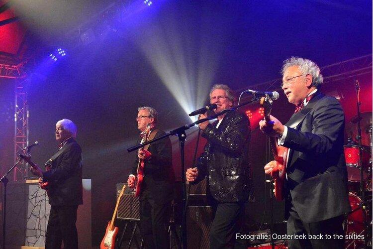 Optreden van de Cliff & the Shadows tribute band THE RED STRATS op zondag 28 oktober in Oosterleek