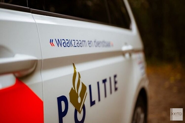 Drie auto's in West-Friesland belanden (door gladheid) in het water