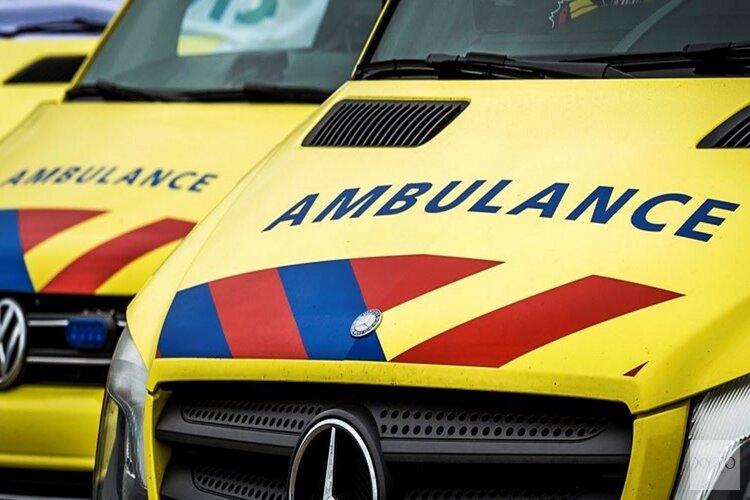 Auto botst frontaal op vrachtwagen op N506 in Hem: twee personen gewond