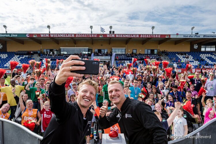 Dirk Kuyt eert de aangepaste sport tijdens Kampioenendag 2019