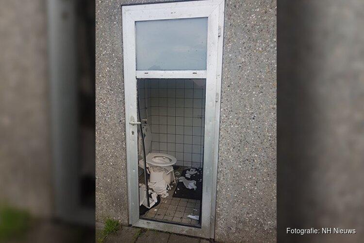 Vandalen slopen openbaar toilethok bij recreatiegebied Enkhuizen