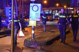Auto botst tegen paal in Enkhuizen: politie zoekt eigenaar